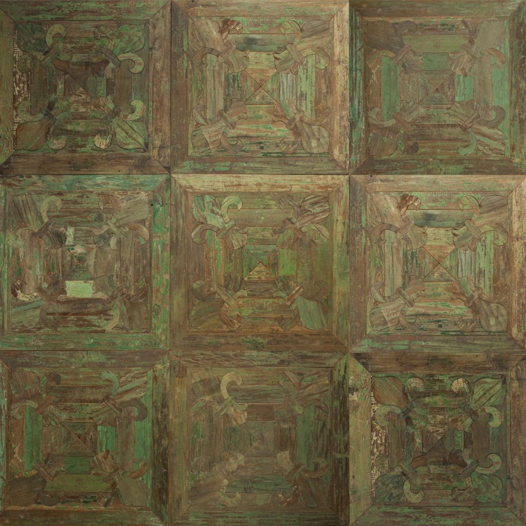 Antique teak lily / Original colours 70x70x1.8 cm
